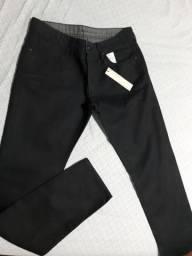 Vendo calça Calvin Klein NUNCA USADA