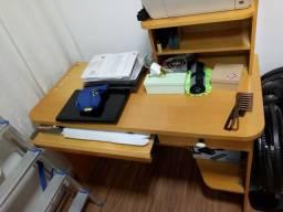 Mesa grande de computador