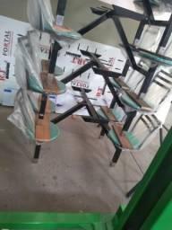 Mesa com cadeiras lanchonete