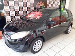 Fiesta Hatch Entrada R$2.000, + 48x R$679,00 - 2011