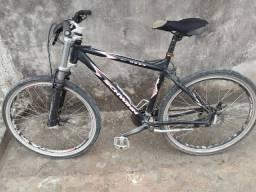 Vendo uma bicicleta esportiva