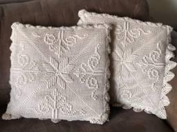 Almofadas de cetim e crochê (conjunto de 2)