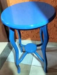 Mesa em madeira estilo vintage retrô