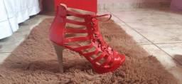 Sandália vermelha burguesinha