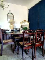 Mesa antiga com 6 cadeiras