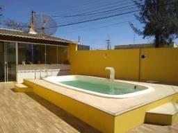 Duplex com 03 quartos, piscina, área gourmet e 50 metros da lagoa