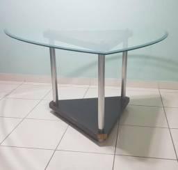 Mesa com vidro bisotado e lapidado para 6 lugares.