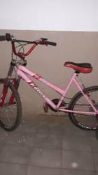 Bicicleta conservada pouco tempo de uso