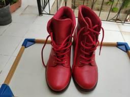 Bota vermelha 37