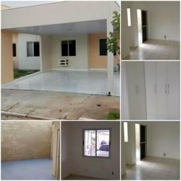 Casa 2/4 Condomínio Esmeralda Com garagem coberta