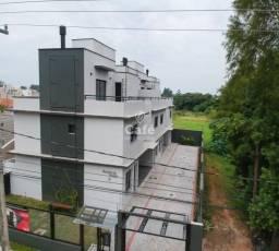 Triplex em condomínio fechado, com 2 quartos, 2 banheiros, 2 vagas de garagem, churrasquei