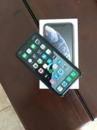 Vendo ou troco iPhone XR preto, 64gb, completo e na Garantia