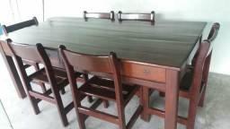 Vendo uma linda mesa com 6 cadeiras em perfeito estado de madeira maciça