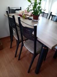 Vendo mesa com 5 cadeiras