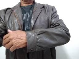 Jaqueta de couro macio, muito bonita, vários bolsos marca V. Blanco tamanho G