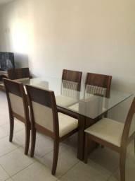Mesa e 6 cadeiras estofadas