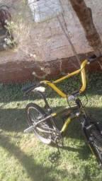 Título do anúncio: Bicicleta aro 20  troco pouco usada