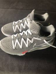 Título do anúncio: Tênis Nike Lebron 17 Low