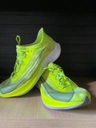 Nike zoom fly 3 tamanho 44 com placa de carbono