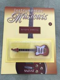 Título do anúncio: Instrumento da Salvat nº 3 Guitarra Elétrica em Miniatura