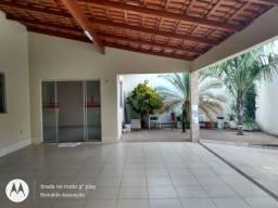 Casa com 03 quartos para alugar, Jardim das Oliveiras