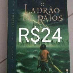Livro: O Ladrão de raios, de Rick Riordan.