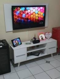 Painel para TV medindo 136cmx72cm Branco LEIA
