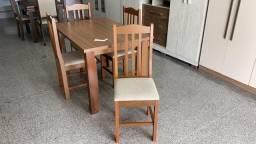Mesa com tampo em formica 4 cadeiras em madeira nova!!