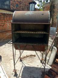 Churrasqueira com rodinha para churrasco e frango assado
