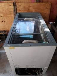 Freezer 400 litros, tampa de correr de vidro.