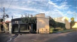 Vendo: Linda casa com 3 dormitórios no Jardim América com área total de 227 m²