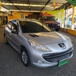 Peugeot 207 XrS 1.4 8v completo - 2011 - rodas, milhas, som, baixa km, novinho!