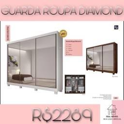 Guarda roupa de casal grande com três espelhos inteiriços diamante