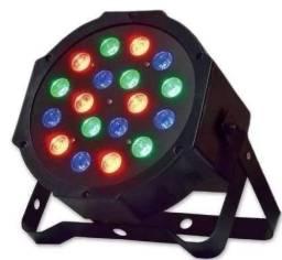 Strobo: 18 Led's - 6 vermelhos, 6 verdes, 6 azuis;