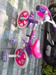 Vendo bicicleta de criança, usada apenas uma vez está em perfeito estado