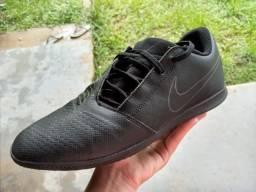 Tênis Nike de salão/futsal