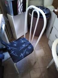Título do anúncio: Duas cadeiras pra cozinha