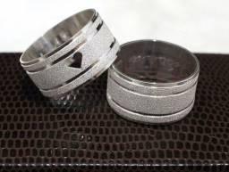 alianças de prata 12mm. com coração vazado