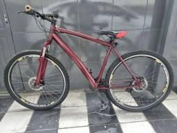 Bike em ótimo estado de conservação, aro 29.