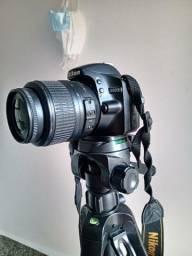 Título do anúncio: câmera profissional nikon d3200 24 mps com Tripé profissional 1,80 M