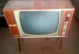 TV antiga ano 1969 funcionando