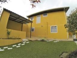 Linda casa com amplo quintal no Xaxim!!!