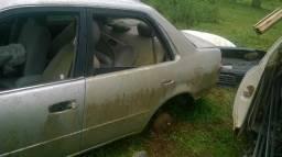 Porta traseira esquerda Toyota Corolla 99/2000 somente a lata
