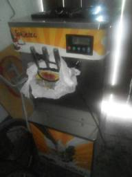 Vendo máquina de sorvete semi nova