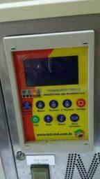 Máquina formadora e recheadora de salgados