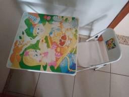Mesinha e cadeira infantil de Metal