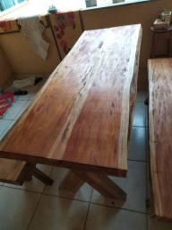 Mesa de madeira VINHÁTICO