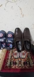 Título do anúncio: Um sapato n.30 e uma sandália n.28