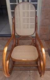 Empalhamos cadeiras e todos os tipos de moveis com o melhor preço, rapidez e qualidade !