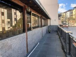 Título do anúncio: Casa com 3 dormitórios, bela varanda, extensa área externa , terraço e 2 vagas de garagem,